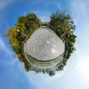 نمای سیاره کوچک - استخر و فواره کوچک